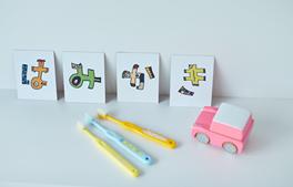 小児カウンセリングの流れ「6.頑張ったお子様に毎回プレゼント」のイメージ画像。歯ブラシやおもちゃ