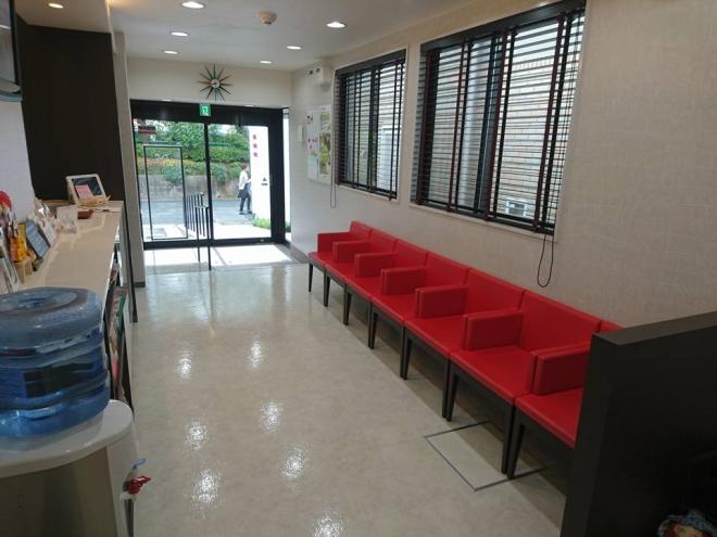 おがた歯科の待合室の写真