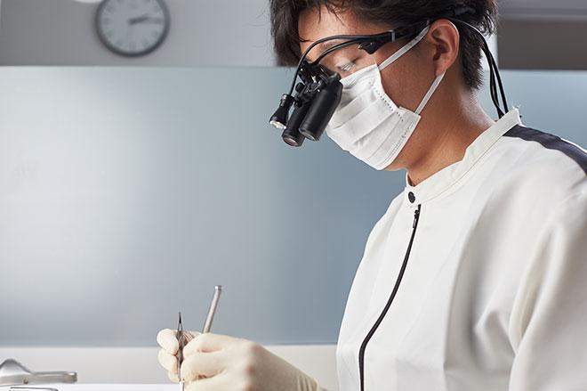 おがた歯科院長の施術風景