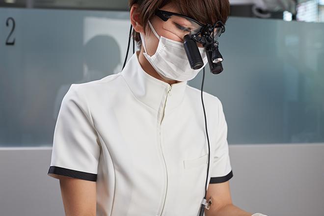 おがた歯科副院長の施術風景